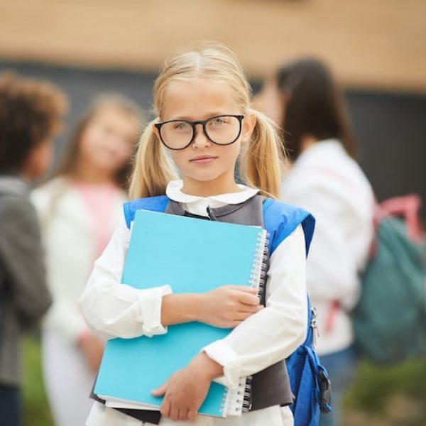little-girl-is-going-to-school-79BKQTD